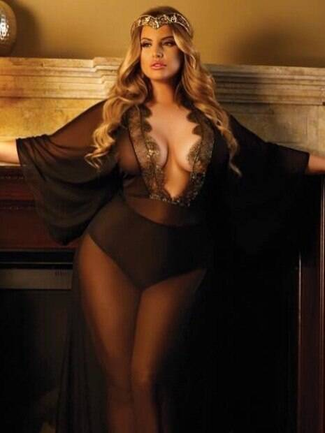 As 20 fotos mais sensuais da modelo plus size Ashley Alexiss que fizeram a temperatura subir