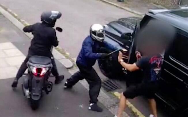 Defensor do Arsenal reagiu a assalto