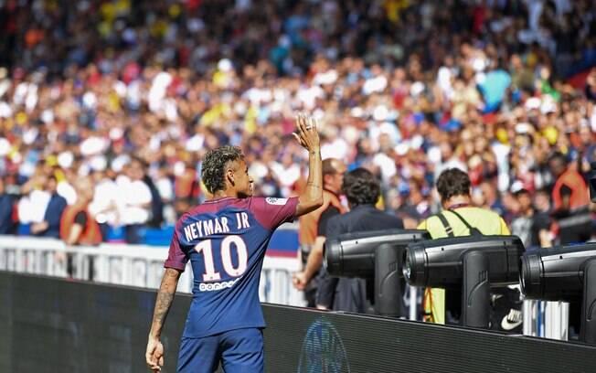 Neymar é o jogador mais caro dos clubes de futebol mundial