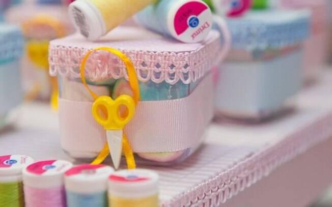 Materiais de costura podem compor a decoração de festa infantil