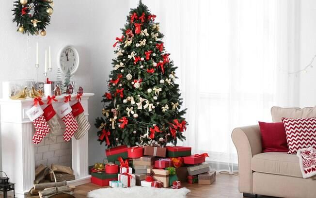 Montar a árvore de Natal não precisa ser uma tarefa complicada. Para isso, decoradora dá dicas práticas de seguir