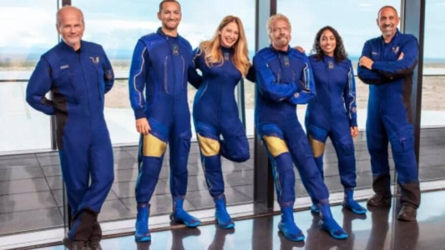 Branson e sua equipe da Virgin Galactic