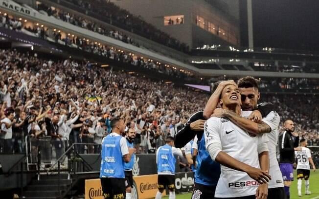 Fieldependência? Desempenho do Corinthians em casa cai drasticamente sem os torcedores