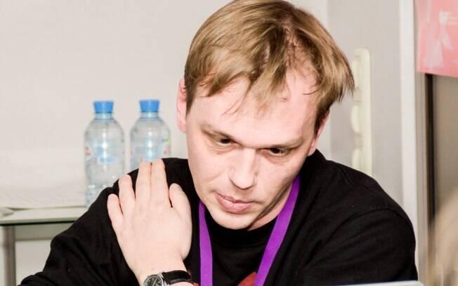 Ivan Golunov, jornalista preso em Moscou acusado de tráfico de drogas, foi internado após passar mal