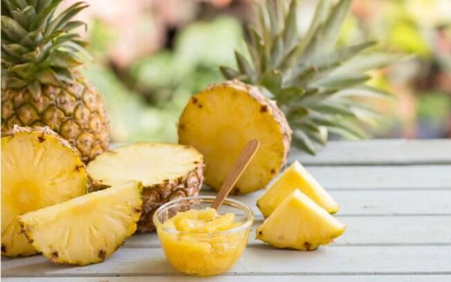 Apesar de não ser exatamente um dos alimentos afrodisíacos, o consumo de abacaxi pode ser um aliado no sexo oral