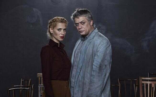 Mel Lisboa e Fábio Assunção em cena da peça Dogville