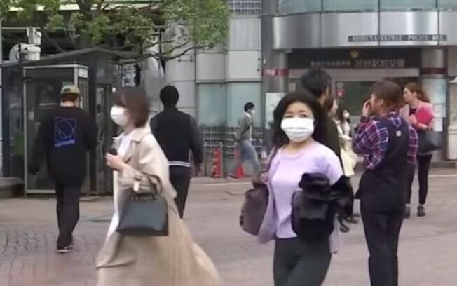 Ruas do Japão continuam movimentadas em meio à pandemia do Covid-19