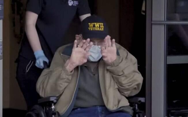 Aos 104 anos, Bill Lapschies é a pessoa mais velha a sobreviver à covid-19