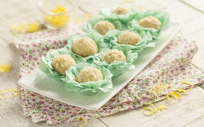Foto da receita Brigadeiro de torta de limão pronta.