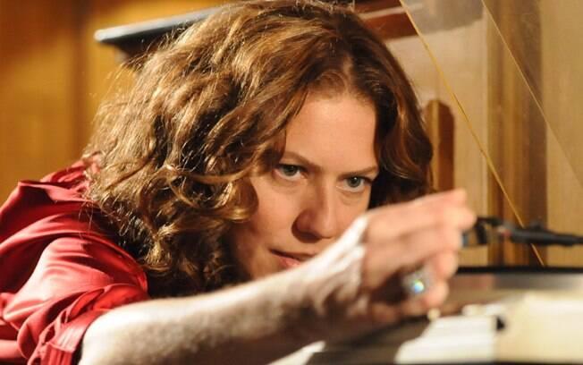 Patrícia Pillar como Flora, em