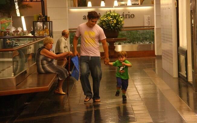 Thiago Rodrigues com o filho