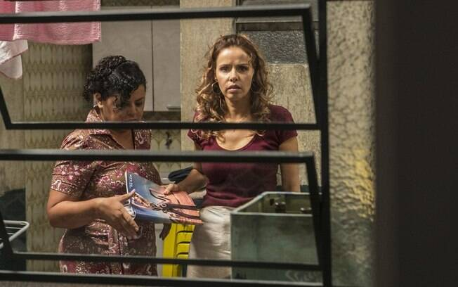 Gilda (Leona Cavalli) revela que Eliza (Marina Ruy Barbosa) é filha de Germano (Humberto Martins)