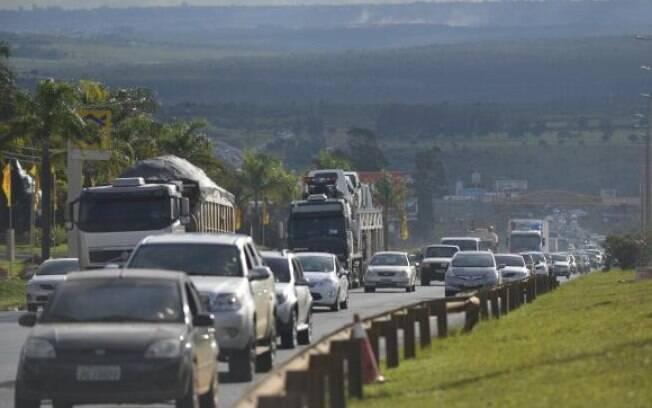 Aproximadamente 1,7 milhão de veículos deixarão a capital em direção ao litoral e ao interior