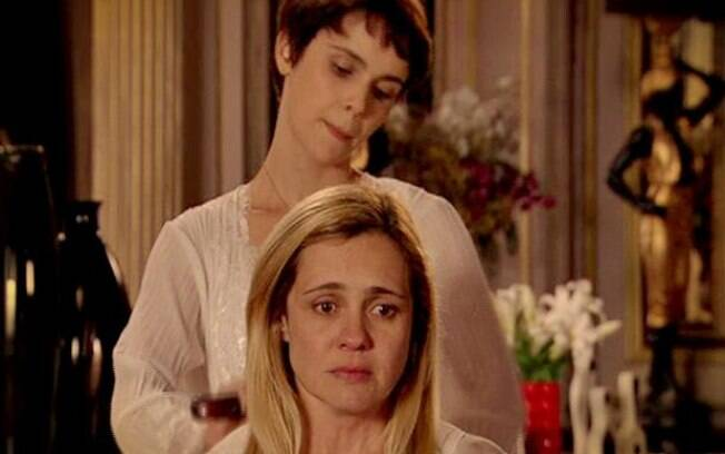 O duelo de Nina (Débora Falabella) e Carminha (Adriana Esteves) é o ponto alto de