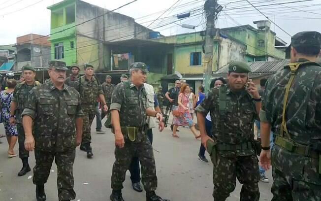 Ação na Villa Kennedy, principal palco de operações da intervenção no Rio de Janeiro