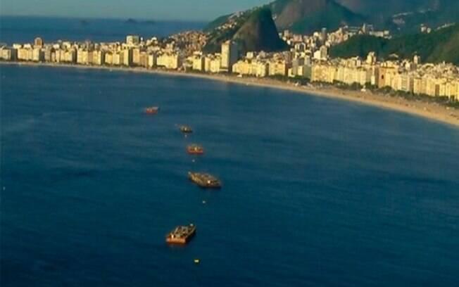 11 Balsas com 24 toneladas de fogos  já estão posicionadas na praia de Copacabana