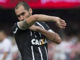 Danilo comemora o gol contra os rivais tricolores, ainda no primeiro tempo