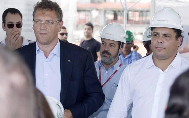 Valcke visitou a Arena de Recife ao lado de  Ronaldo