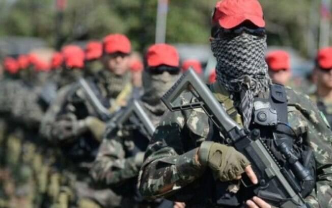 Para entrevistados do grupo antifacista , treinamento militar é prejudicial por conter humilhação como tônica central