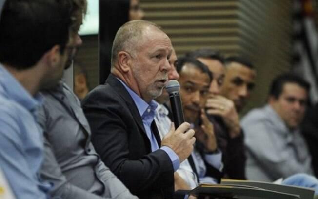 Técnico do Palmeiras, Mano Menezes esteve presente em reunião na Federação Paulista de Futebol