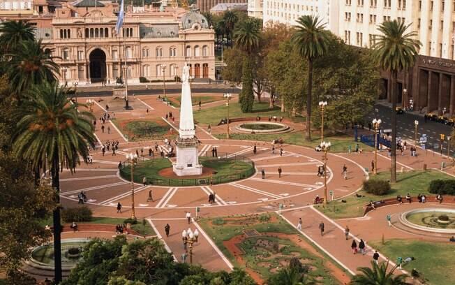 Principal praça portenha, a Plaza de Mayo foi palco de importantes acontecimentos da história argentina