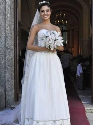 O vestido de noiva de Amália em