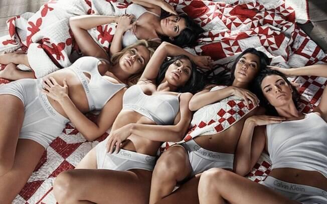 Kylie e Kendall Jenner e Kim, Kourney e Khlóe Kardashian posaram para ensaio fotográfico em campanha publicitária