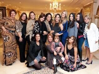 Wanessa promove chá de bebê com amigas e família