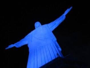 O Cristo Redentor será ilumidado de azul neste mês de novembro, dedicado ao combate ao câncer de próstata