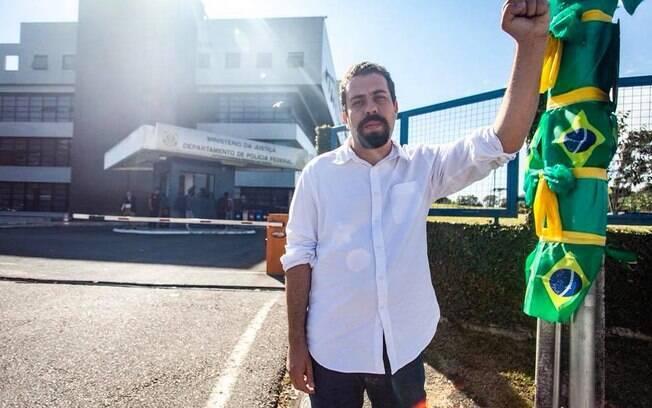 Aos 15 anos, Guilherme Boulos ingressou no movimento estudantil como militante na União da Juventude Comunista