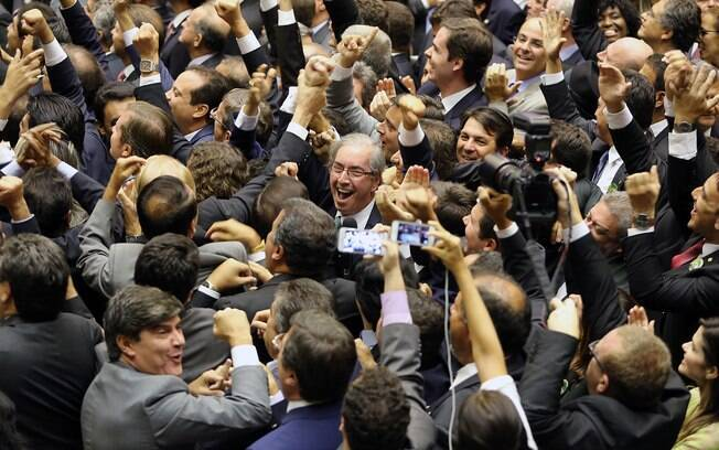 Eduardo Cunha comemora sua eleição à presidência da Câmara dos Deputados, no domingo (1º)