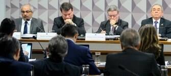 Comissão do impeachment ouve indicados pela defesa de Dilma; acompanhe
