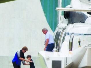 De volta.  Presidente Dilma, com o neto Gabriel, retornou ontem a Brasília para retomar os trabalhos