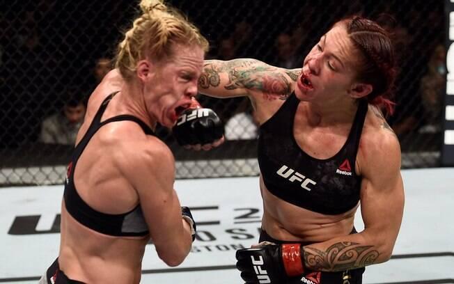 Cris Cyborg derrotou Holly Holm por decisão unânime dos juízes