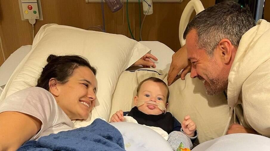 Malvino Salvador, Kyra Gracie e o filho no hospital