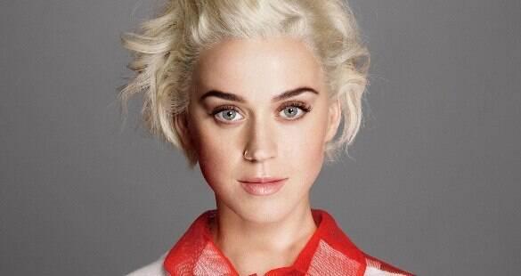 Katy Perry revela que era proibida de interagir com gays na juventude
