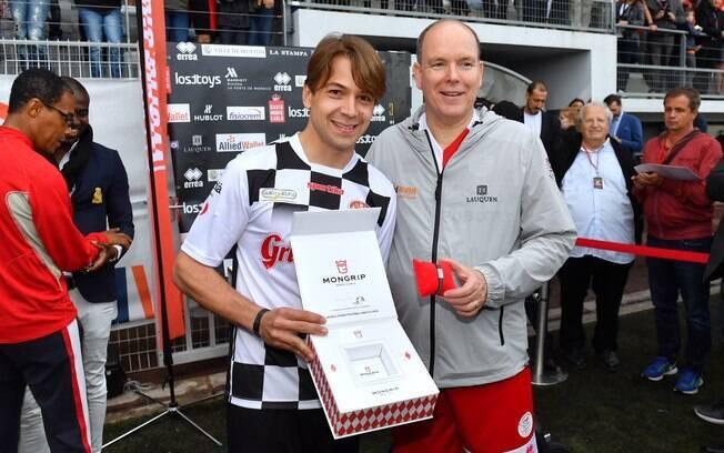 O brasileiro Augusto Farfus e o príncipe Alberto de Mônaco no paddock da Fórmula 1 em Mônaco