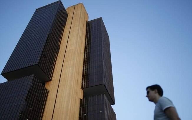 Comitê do Banco Central eleva taxa básica de juros ao nível de 2008