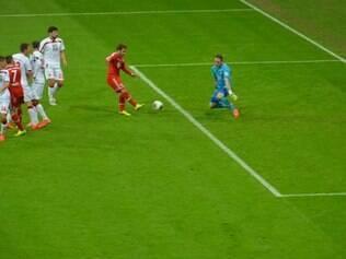 Götze fez o gol que selou a goleada dos bávaros na Allianz Arena