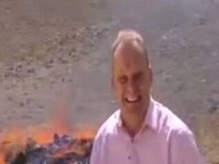 Repórter tem crise de riso após inalar fumaça