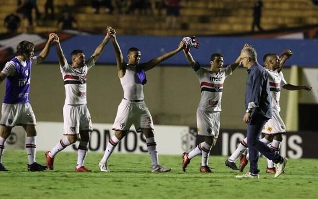 Festa do São Paulo depois da vitória sobre o Atlético-GO