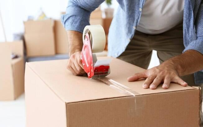 Seguindo algumas dicas de organização, o momento de fazer uma limpa nos bens, encaixotar, transportar e desempacotar móveis e pertences em uma mudança pode, sim, ficar um pouco menos caótico