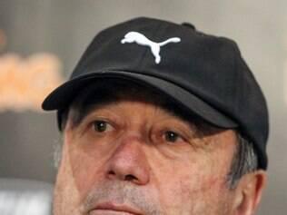 Levir Culpi prefere esperar próxima semana para começar a tratar do assunto do momento: Galo sem Ronaldinho Gaúcho