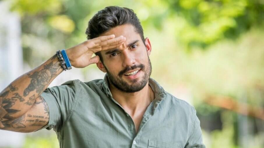 Entre vantagens de participar de reality shows, Arcebiano cita não ler notícias e não precisar pagar contas