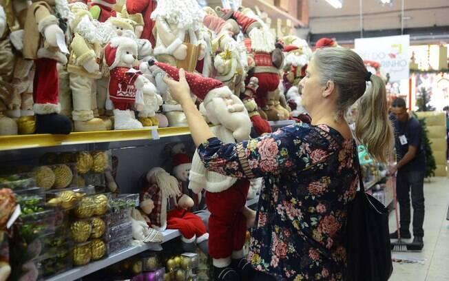 50,7% dos brasileiros afirmaram que não vão utilizar o 13º salário nas compras de Natal