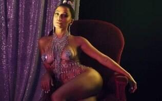 Anitta surge de tapa-sexo para divulgar novo álbum visual