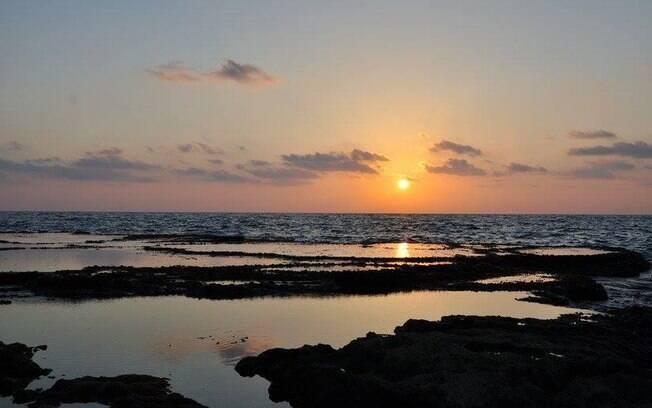 A praia de Achziv vai deixar você se refrescar enquanto se prepara para continuar a descobrir o que fazer em Israel