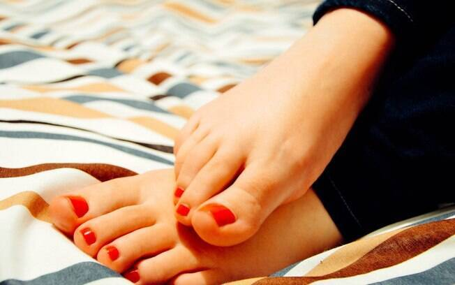 Mulheres chegam a cobrar R$ 100 por um pack com fotos dos pés