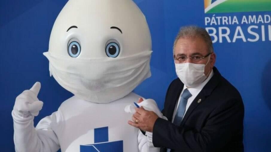 Novo ministro da Saúde diz que fará campanha por máscara e vai aumentar vacinação para 2,4 milhões de doses aplicadas por dia