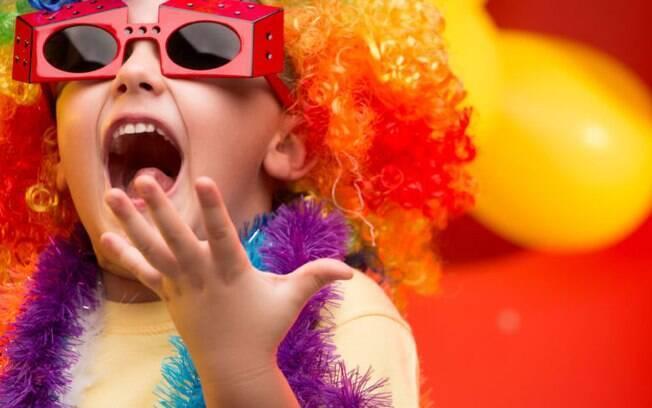 A especialista Simone Abdala afirma que mesmo sendo hipoalergênicas, as maquiagens infantis podem causar alergia